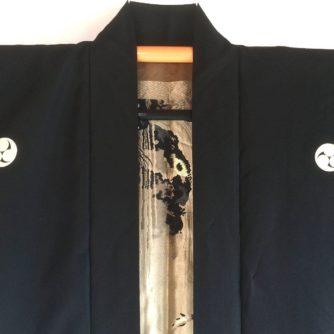 antique_veste_kimono_haori_soie_noire_mitsu_tomoe_take_koi_nobori_2