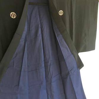 antique_kimono_japonais_samourai_soie_noire_kamon_maruni_tate_ni_biki_homme3