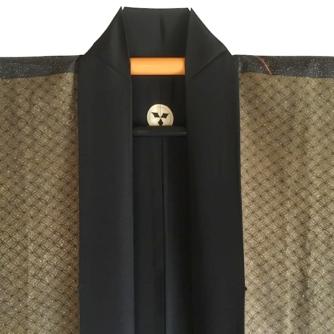 antique_veste_kimono_haori_soie_noire_meoto_iwa_kamon_clan_samourai_takenaka_homme_-22made_in_japan-22_3